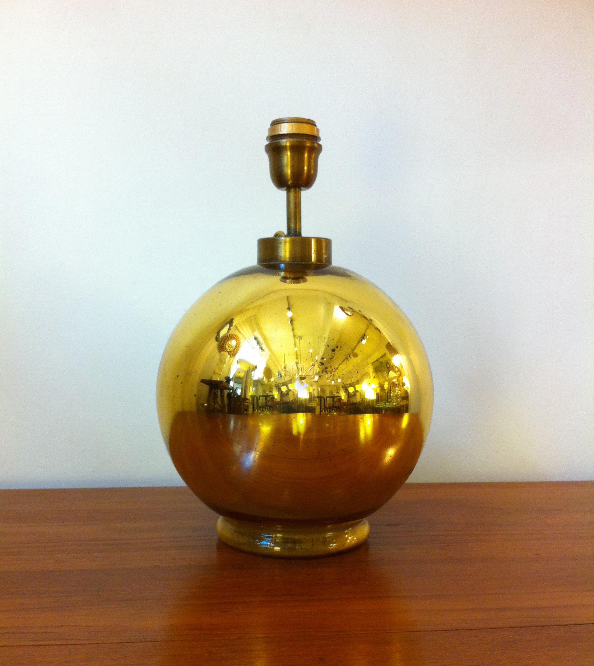 lampe boule en verre eglomise dore galerie yvan royer. Black Bedroom Furniture Sets. Home Design Ideas