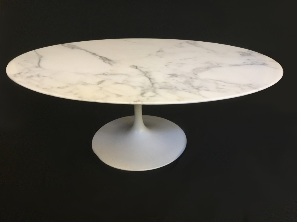 Table basse ovale eero saarinen diteur knoll international galerie yvan royer Table basse saarinen