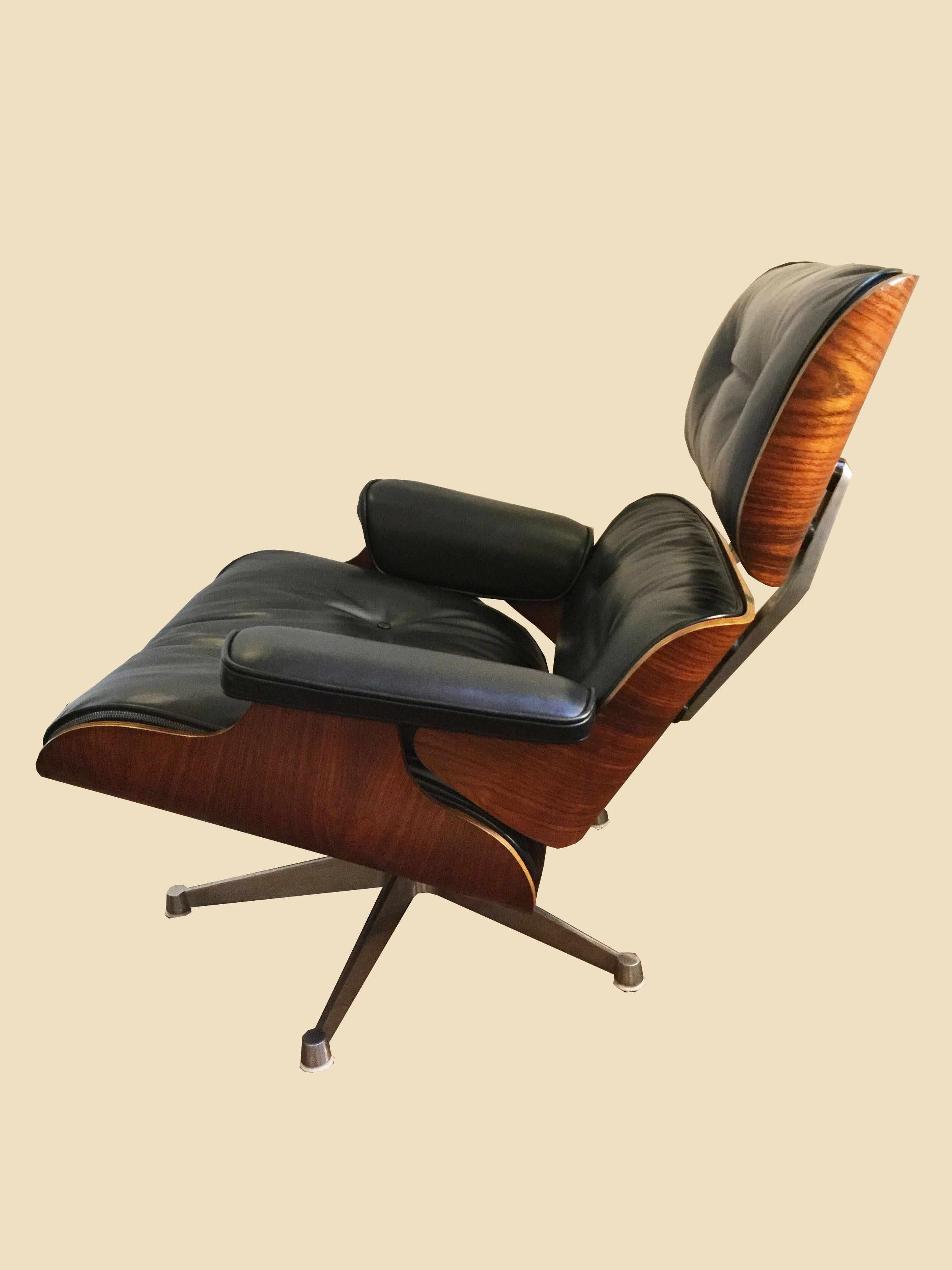 Fauteuil lounge chair et ottoman charles ray eames for Copie fauteuil eames