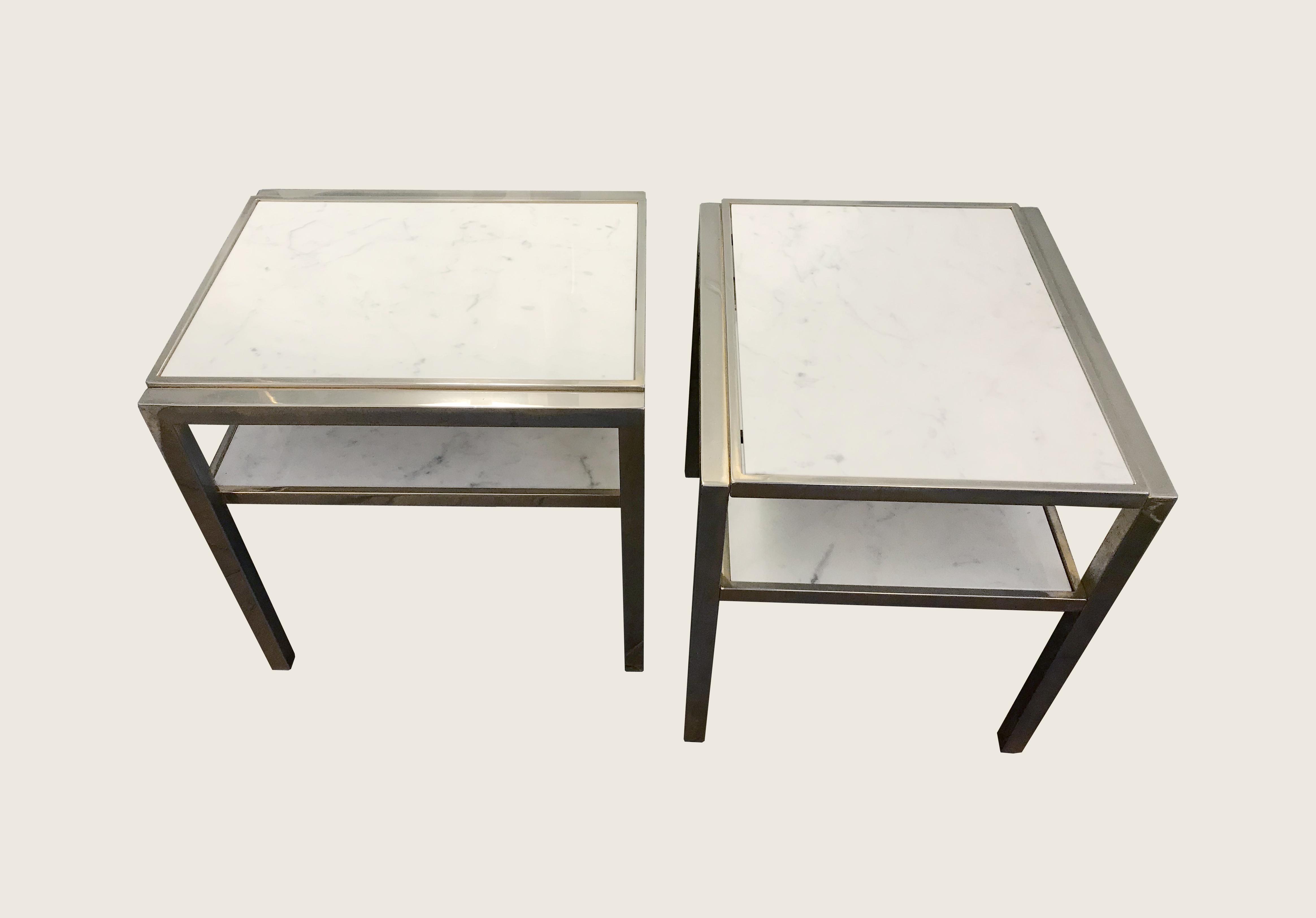 Paire de bouts de canapé en marbre de carrare et métal nickelé