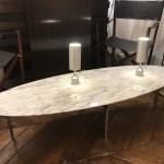 Table basse plateu en marbre ovale métal chromé