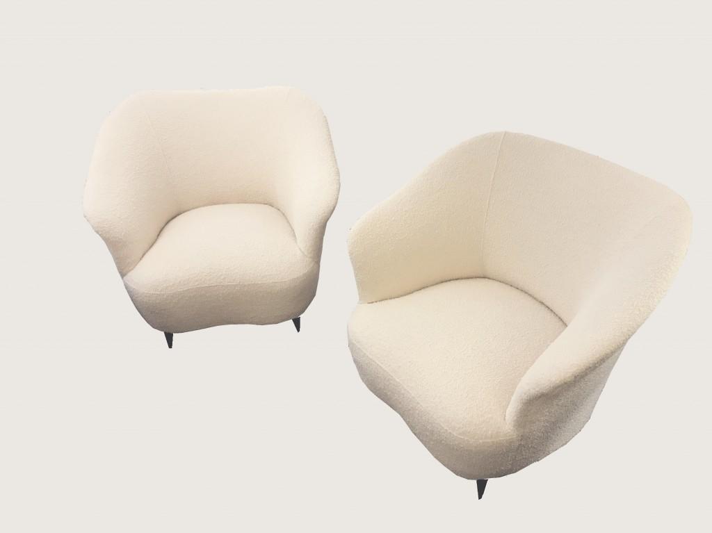 Paire de fauteuils mouton