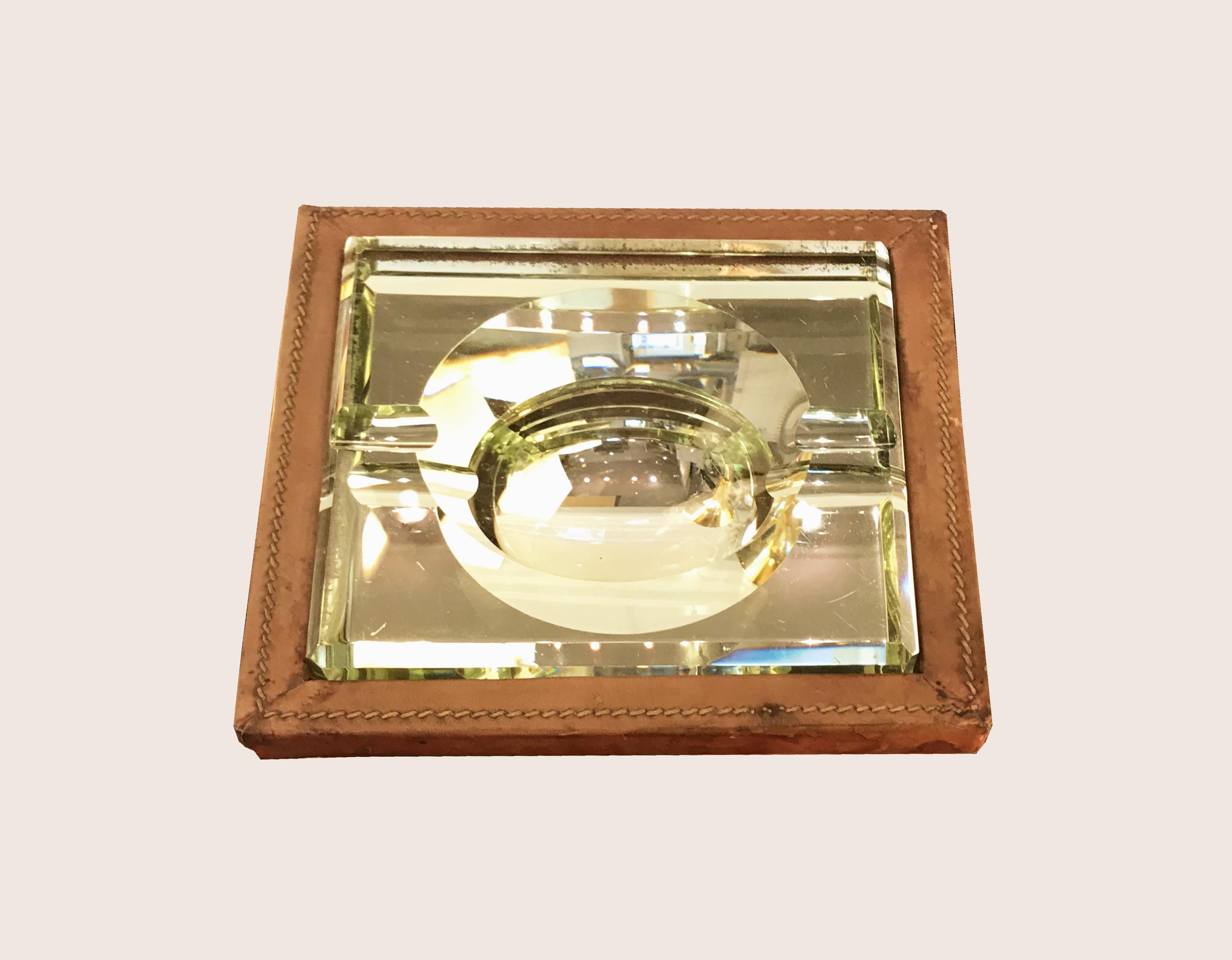 cendrier contours cuir vue1